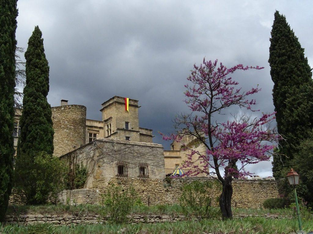 Le superbe et très provençal château de Lourmarin.